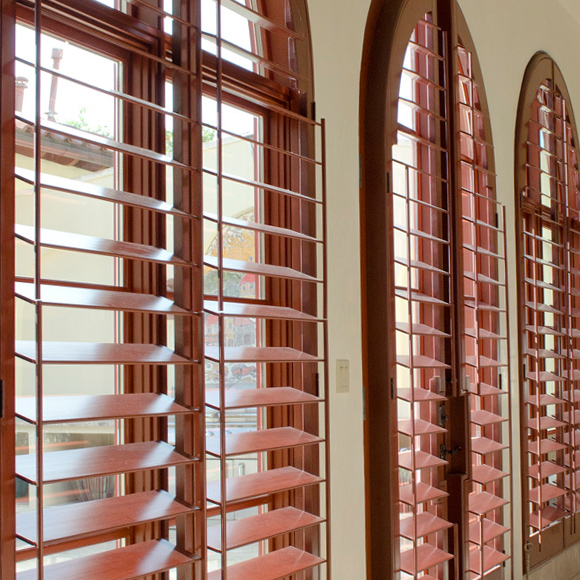 tilt rods on ohair custom window shutters with horizon dual side tilt rods San Antonio 78249