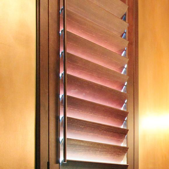 hardwood plantation shutters by Ohair with horizon solo single side tilt rod shutter options in San Antonio 78249